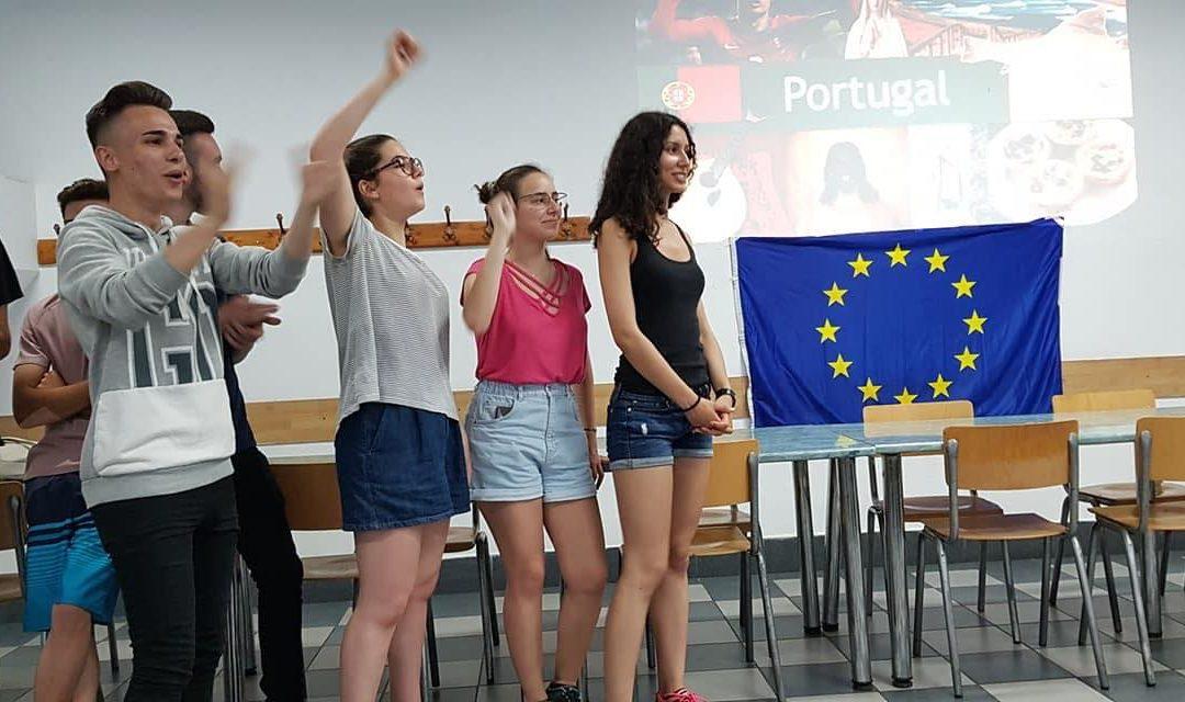 » Repenser l'école : gratuité, adaptabilité, européenne, … ? «, Adrien 23 ans